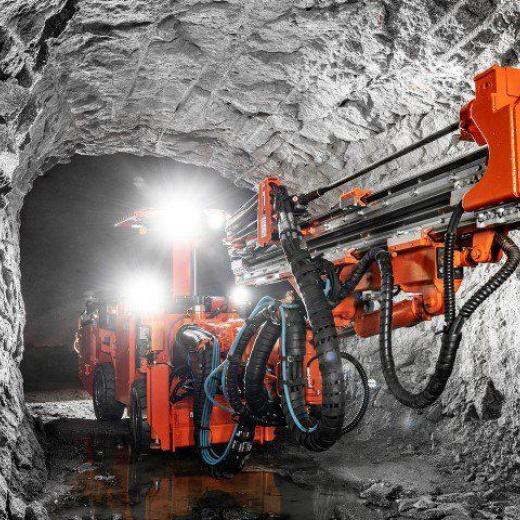 新型山特维克 DD212 开发钻,适用于窄静脉操作的多功能性和精度