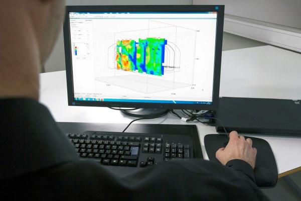 来山特维克的地球一角将钻机变成分析仪
