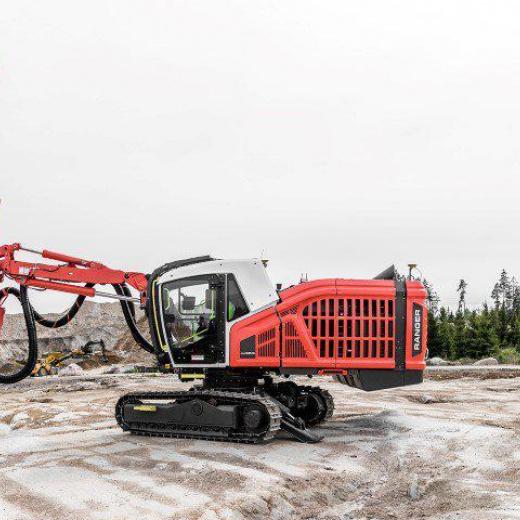 用于顶锤钻机监测的破土技术