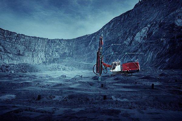 山特维克推出顶锤 XL,这是一个完全优化的顶锤系统,用于在地表采矿中进行大孔大小钻探