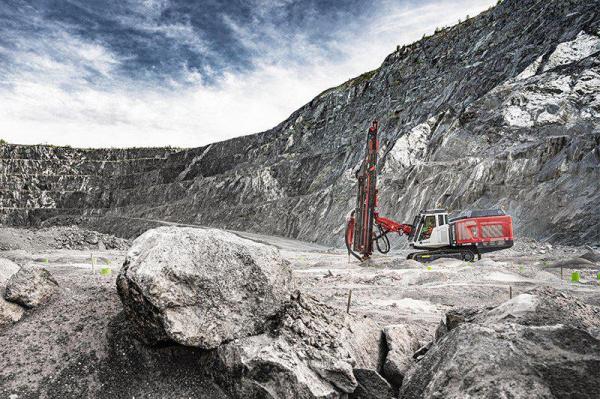 山特维克在芬兰亚拉的西林耶尔维矿为塔波约尔维提供顶级锤子 XL 钻井技术