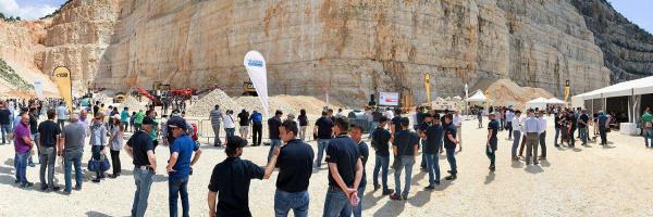 意大利阳光照耀在布雷西亚的第一个CGT山特维克客户活动