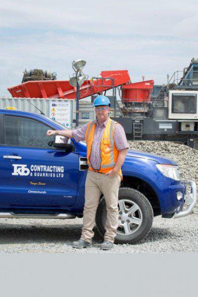 KB 承包 – 新西兰采石场投资的山特维克 QH441 和 QA451 双屏